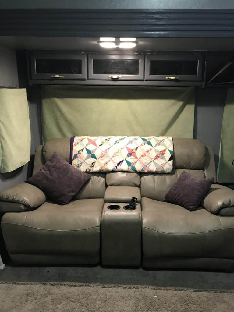 RV Living Room Light Quilt