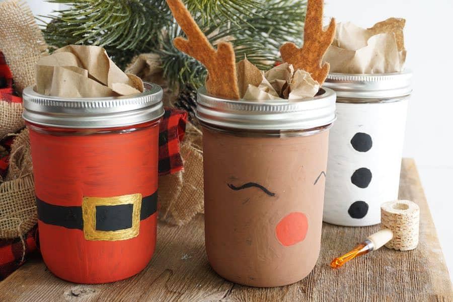 How to make painted Mason Jars for Christmas