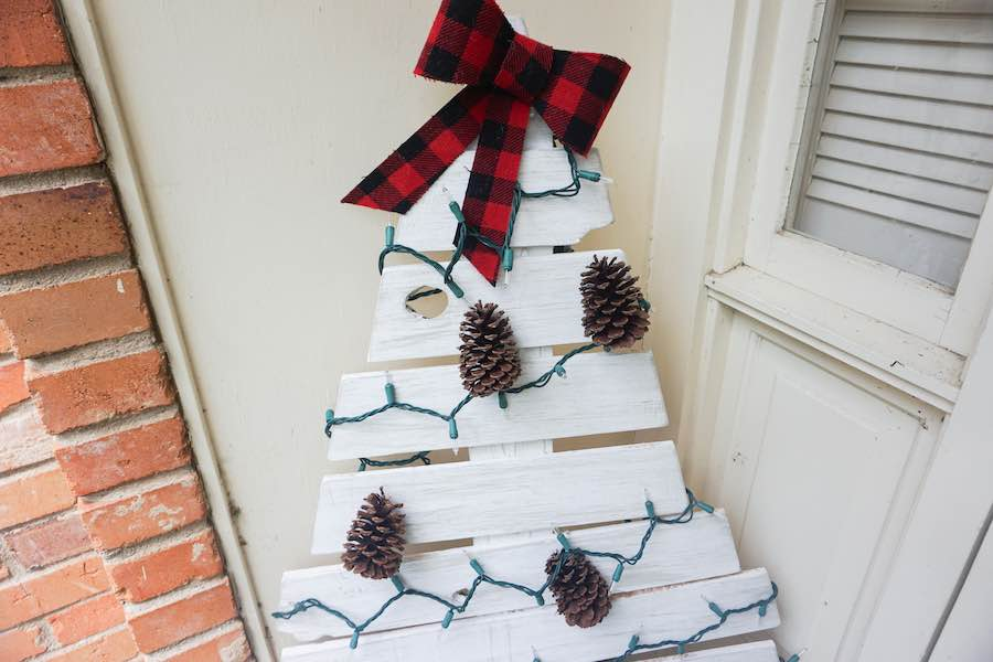 DIY Wooden Christmas Tree With Lights