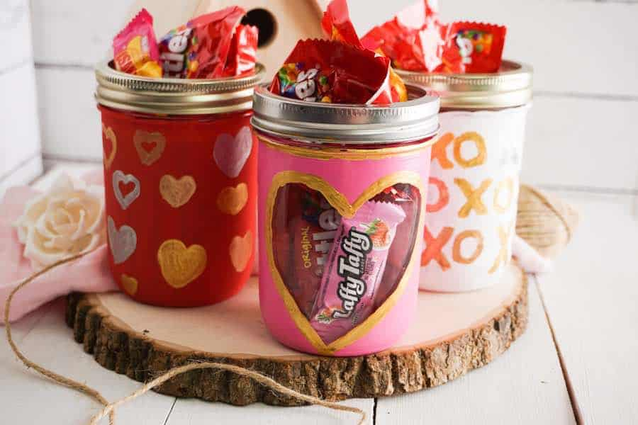 Painted Mason Jars for Valentines Day Featured