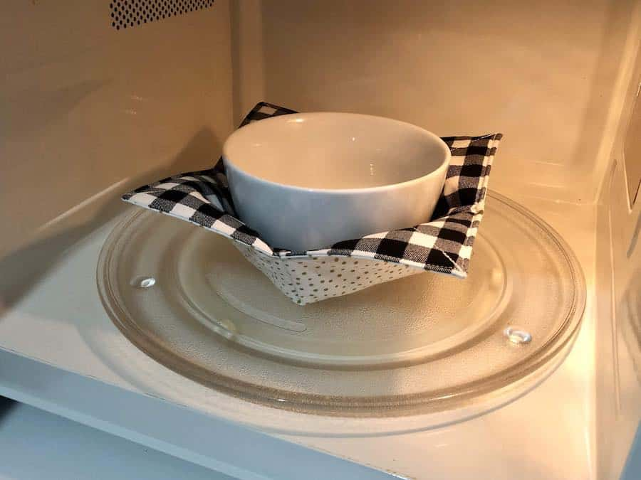 Bowl cozy in use