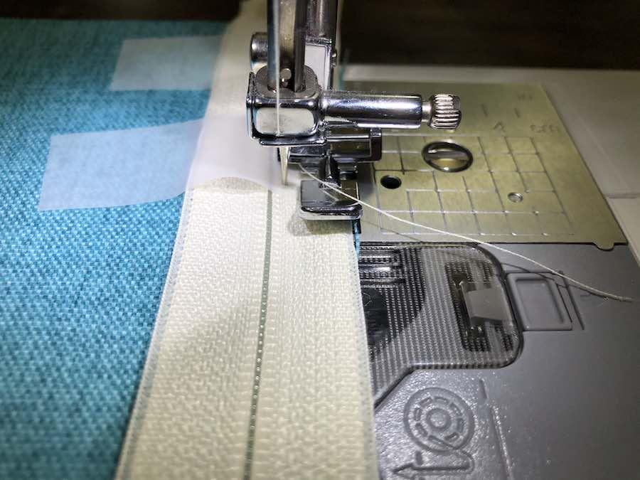 Stitch zipper and pause