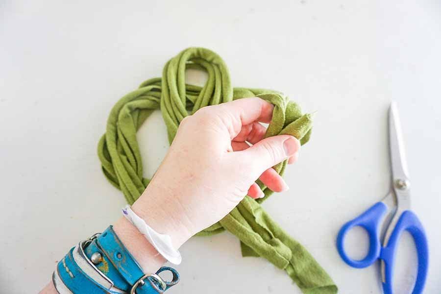 tying headband knot