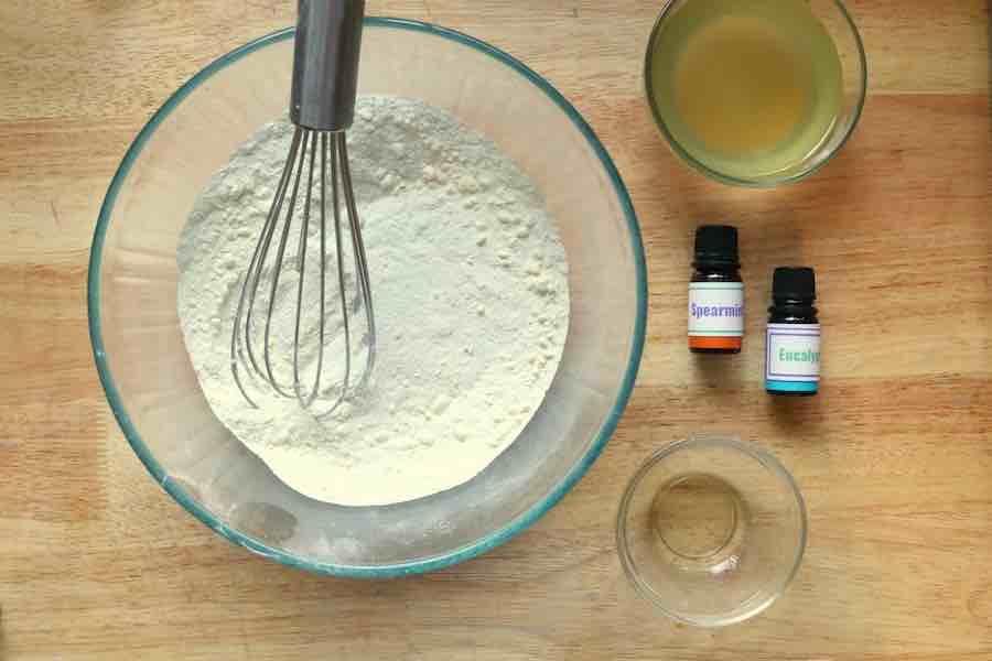 mixing bath bomb ingredients