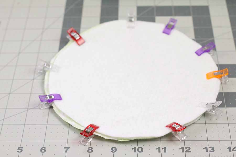 clipping round potholder together