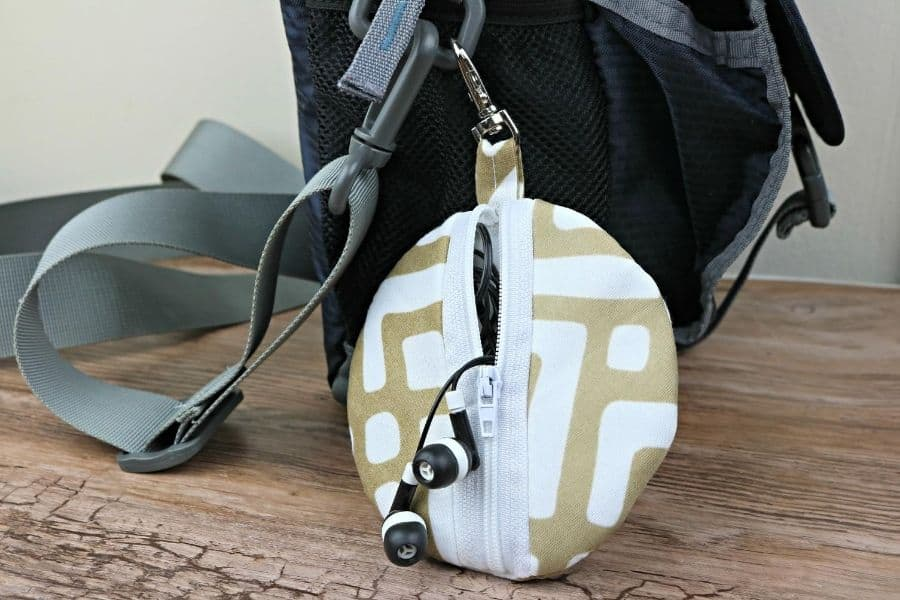 easy sew circle zip earbud pouch finished