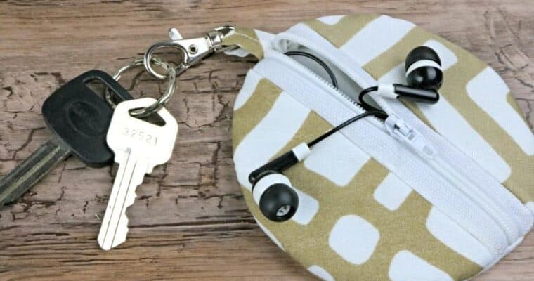 Easy Sew Circle Zip Earbud Pouch Tutorial with Free Pattern