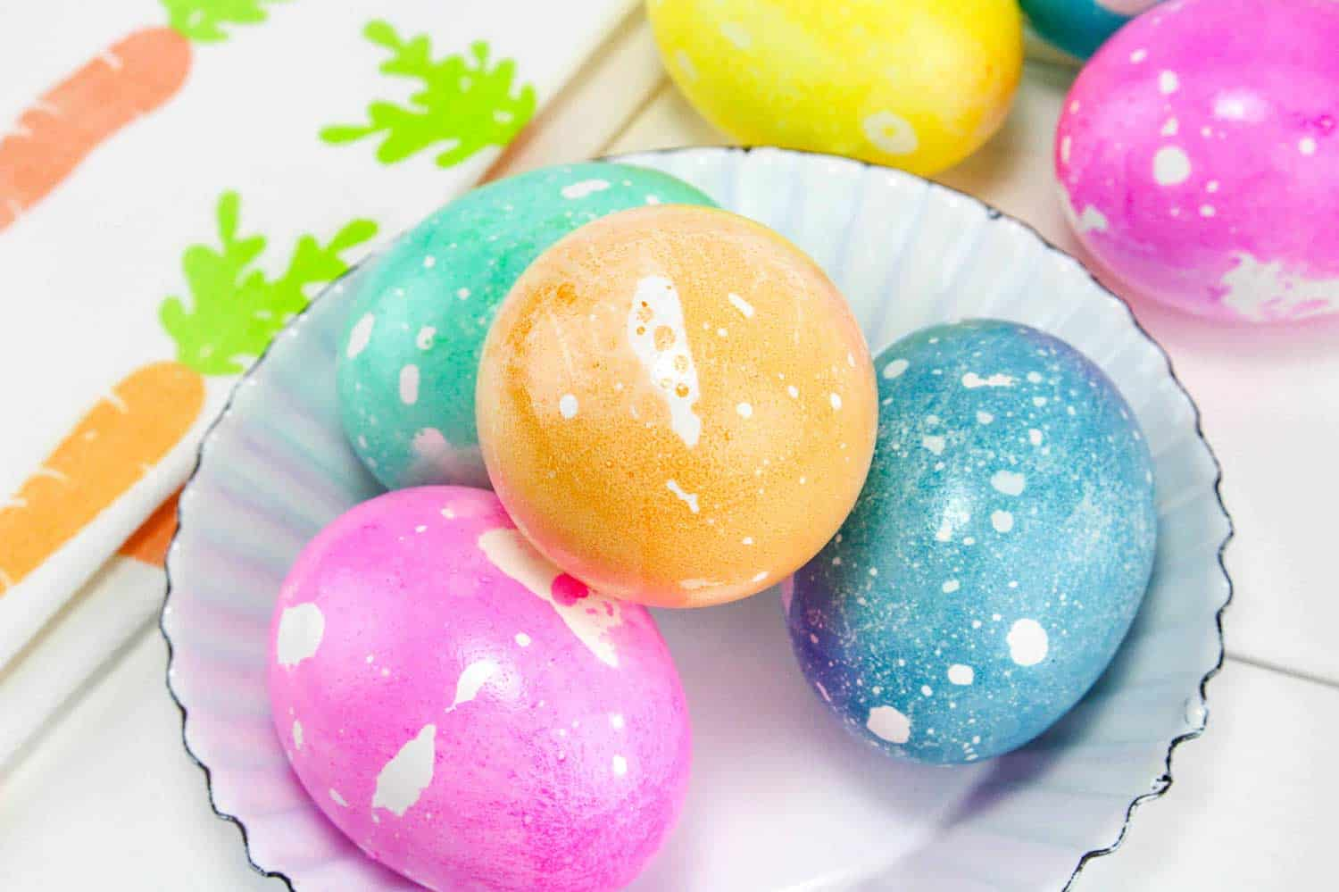 Oil and water dye easter eggs create card