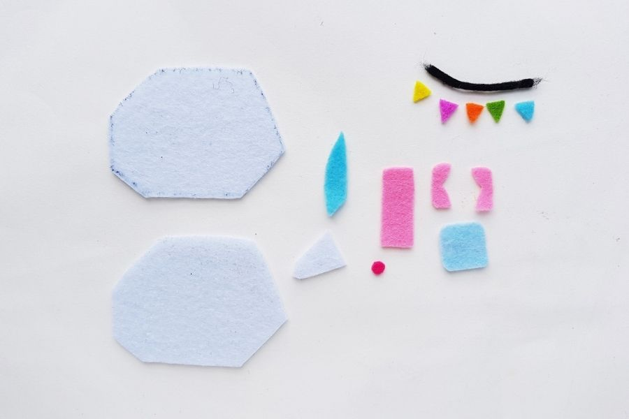 materials for easy sew felt camper with free pattern