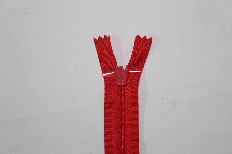 mark zipper pulls for pleated skirt