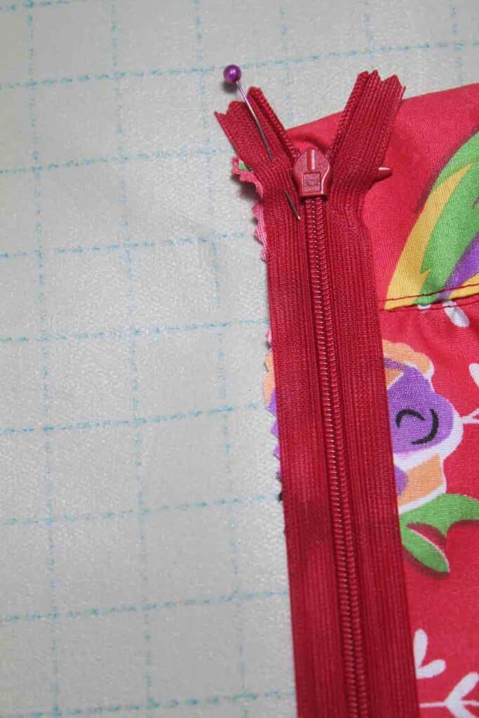 lining up zipper for pleated skirt