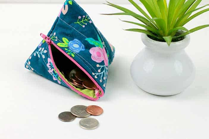 Triangle coin purse featured.pg