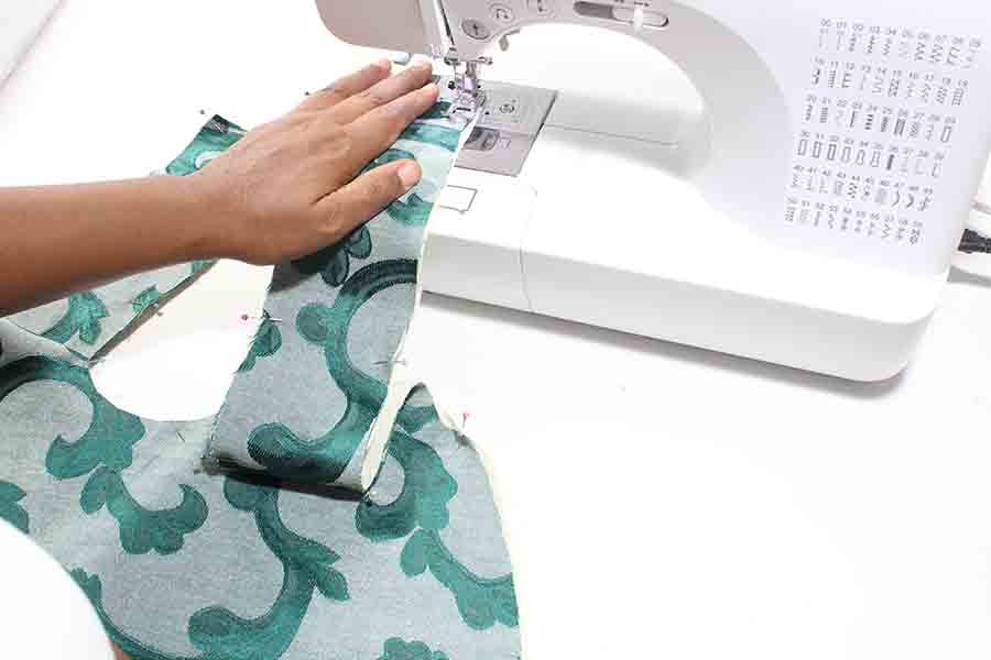 pin and sew handles of Easy sew slouchy tote bag