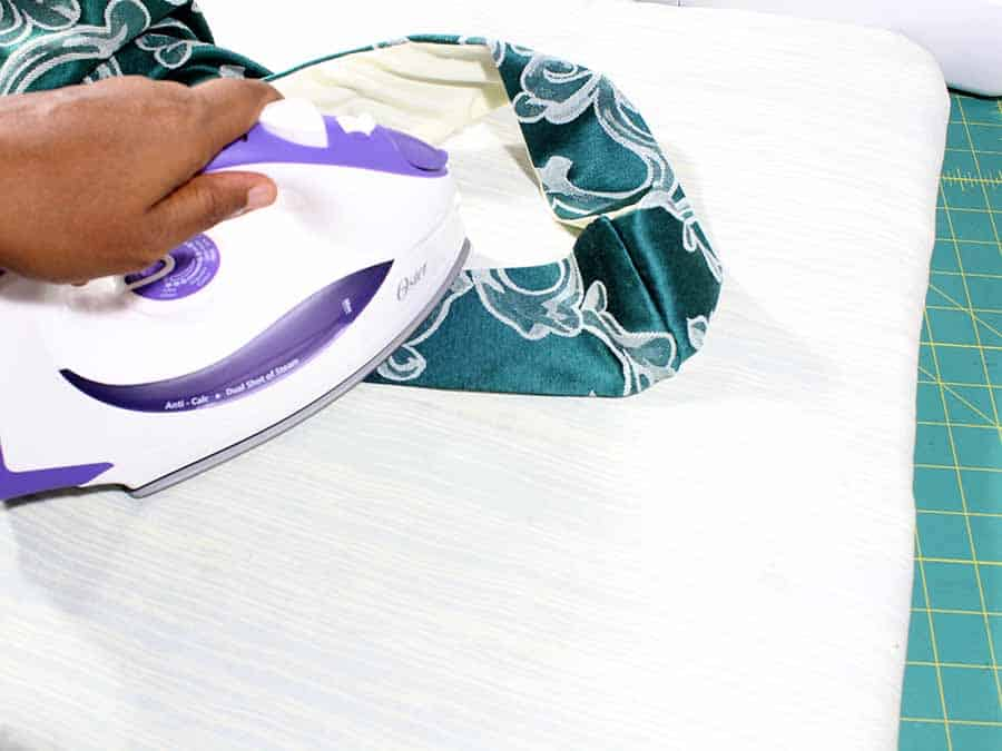 press handles of Easy Sew Slouchy Tote Bag