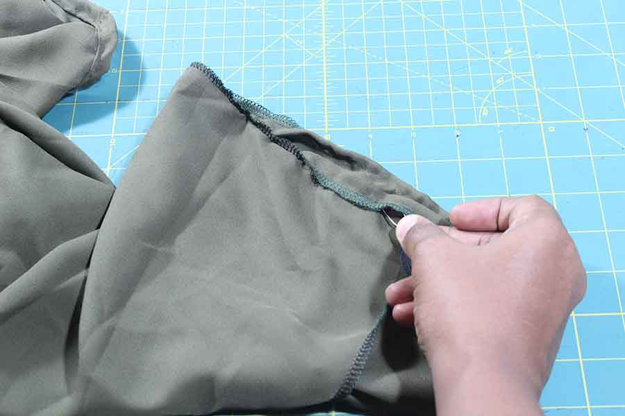 inserting elastic on peasant blouse