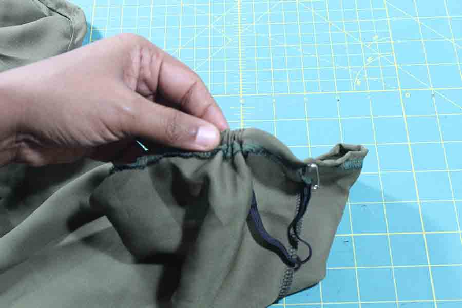 threading elastic through sleeve