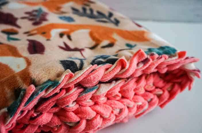 no-sew baby blanket featured image