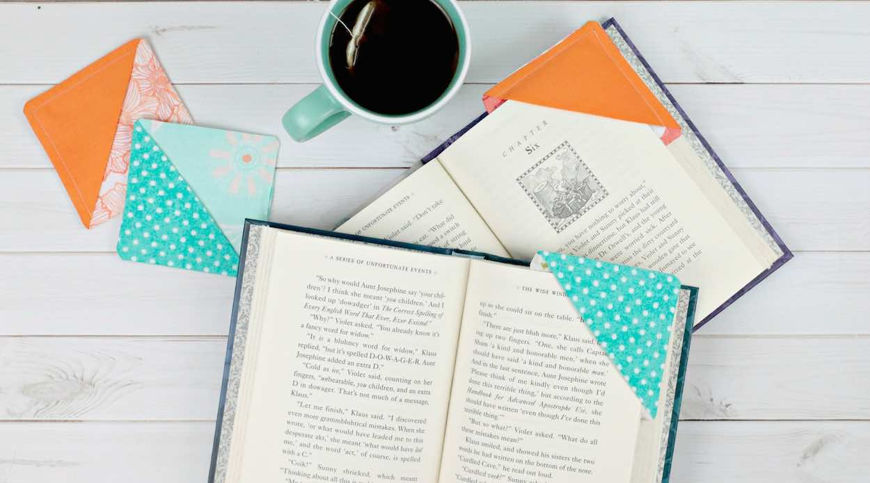 Easy DIY Corner Bookmarks From Fabric