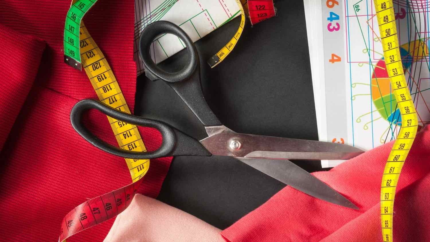 the best sewing scissors to cut with